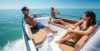 CNDiffusion_beneteau_flyer-8_spacedeck_11